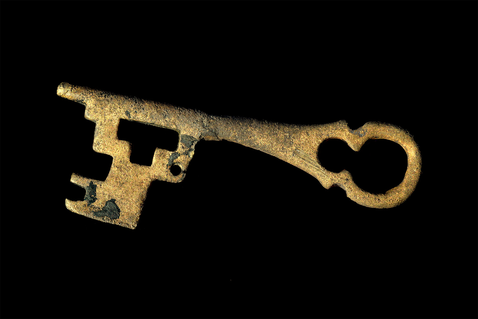circa 12th c copper alloy key. The Coombe excavation, Dublin.